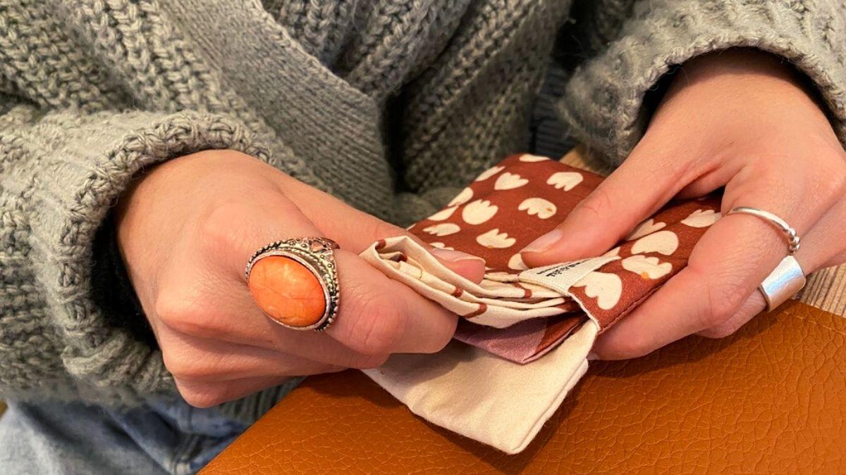 Pochette pour ranger ses mouchoirs en tissu bio